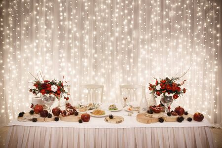 Foto de Wedding decor, tables with food, catering, - Imagen libre de derechos