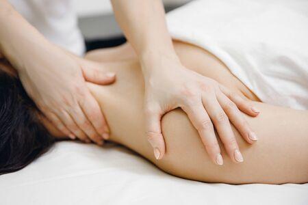 Photo pour Massage professional of neck for sport woman in salon beauty spa. - image libre de droit