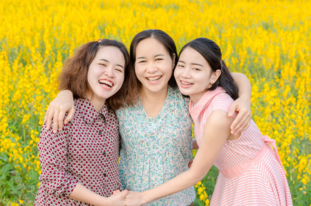 Photo pour Asian mother and her daughter at flower field - image libre de droit