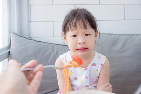 Photo pour unhappy girl at lunch time - image libre de droit