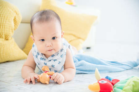 Photo pour Little asian cute boy laying on the floor and looking at camera. - image libre de droit