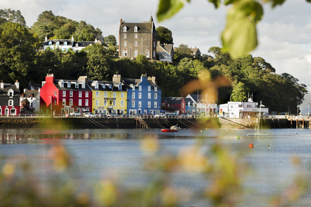Photo pour Tobermory town, capital of the Isle of Mull in the Scottish Inner Hebrides, Scotland, United Kingdom, Europe - image libre de droit