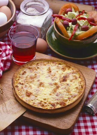 Photo pour French Cuisine. Baked homemade Quiche Lorraine with eggs, bacon and cheese. - image libre de droit