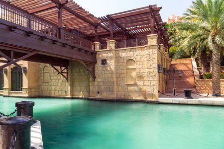 Photo pour Architecture of Madinat Jumeirah resort in Dubai, UAE - image libre de droit