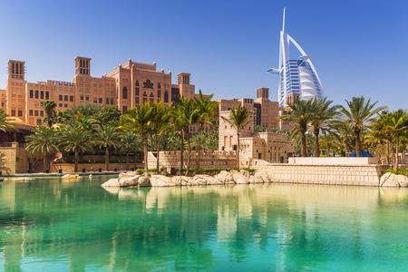Photo pour View of Burj Al Arab hotel from the Madinat Jumeirah in Dubai, UAE - image libre de droit