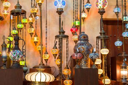 Photo pour Arab street lanterns in Dubai, United Arab Emirates - image libre de droit