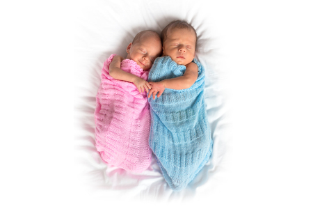 Photo pour Newborn twins cuddling to sleep - image libre de droit