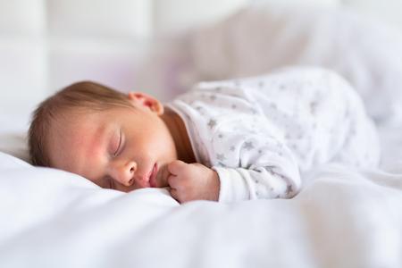 Foto de Newborn baby boy sleeping in bed - Imagen libre de derechos