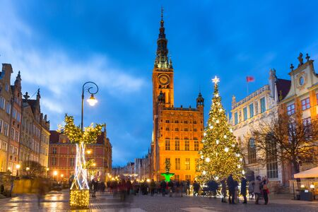 Foto für Long Lane and town hall in Gdansk with beautiful Christmas tree at dusk, Poland - Lizenzfreies Bild