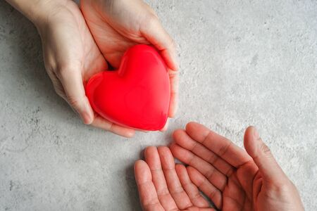 Photo pour hand carrying heart .love and cardio health concept.valentine and wedding theme. - image libre de droit