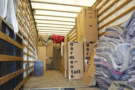 Photo pour Packing boxes and packing inside the back of a large removals lorry or van - image libre de droit