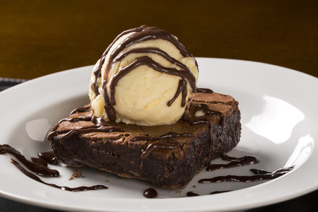 Photo pour Chocolate Brownie with Vanilla Ice Cream in the plate. - image libre de droit