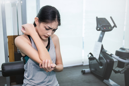 Photo pour Young beautiful asian woman having pain in her arm and elbow, asian woman with two hands touching her elbow, painful accident from sport healthcare and medical concept - image libre de droit