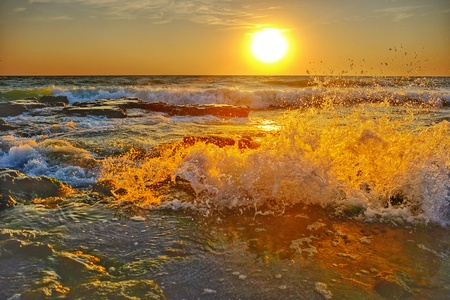 Foto per Sunrise over the sea - Immagine Royalty Free