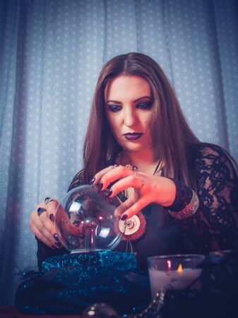 Photo pour a fortune teller predicts the future using a magic ball, cards, and amulets. form for the designer.  The concept of magic and occultism. Divination. photomodels - image libre de droit