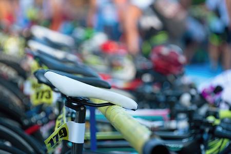 Photo pour Triathlon the transition zone.Bicycles at triathlon change over station. - image libre de droit