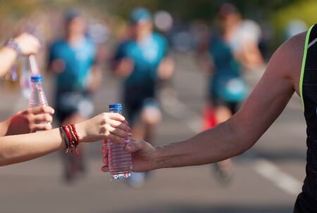 Foto de Drinks station at a running marathon, hydration drinking during a race - Imagen libre de derechos
