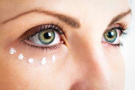 Photo pour Caring for the skin around the eyes. Photo closeup - image libre de droit