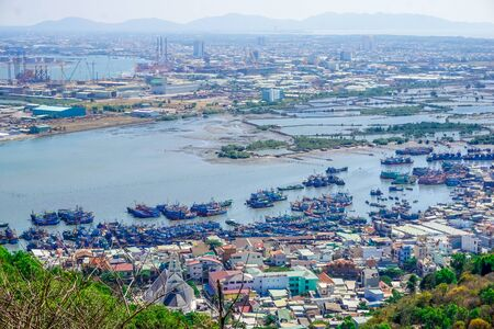Photo pour Panorama of the port of Vung Tau in Vietnam - image libre de droit