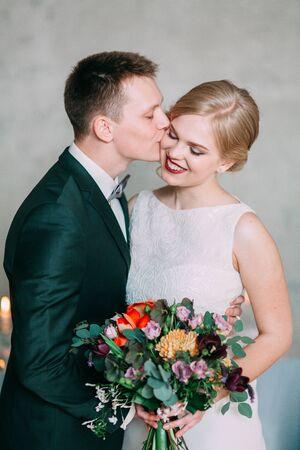 Photo pour the European-style wedding, a handsome couple in a photo Studio, bride's morning - image libre de droit