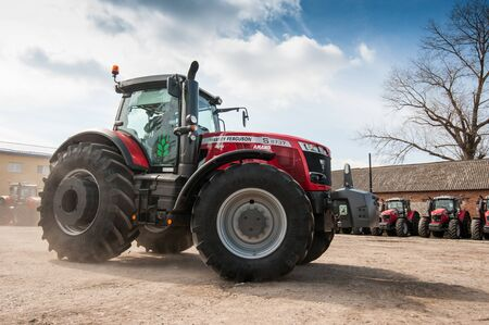 Photo pour Smykivtsi, Ternopil region, Ukraine - March 29, 2019: Presentation of new machinery for the Continental agricultural cluster. Tractors and sprayers. Agrarians are preparing for the start of the season. - image libre de droit