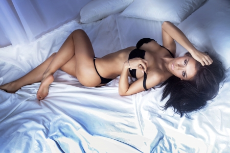 Foto de Sexy beautiful brunette woman posing , looking at camera - Imagen libre de derechos