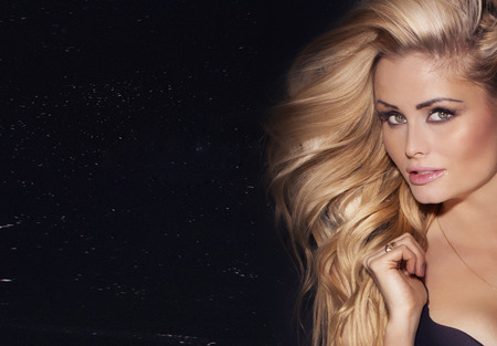Photo pour Beauty portrait of delicate blonde woman with long  hair. Girl looking at camera. - image libre de droit