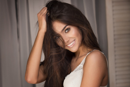 Photo pour Portrait of sexy brunette woman with long hair and glamour makeup. - image libre de droit