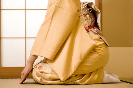 Women's kimono to kneel