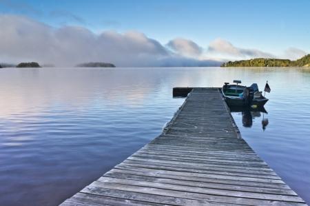 Foto de Fishing dock on White Iron Lake, Minnesota - Imagen libre de derechos
