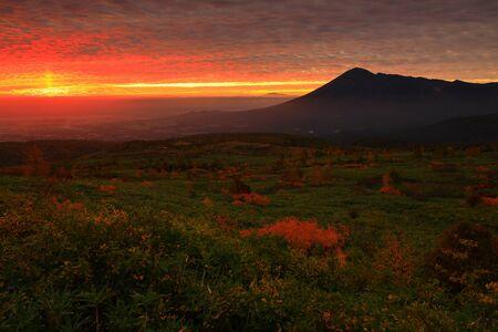Foto für Autumn leaves and Mt. Iwate in Hachimantai - Lizenzfreies Bild
