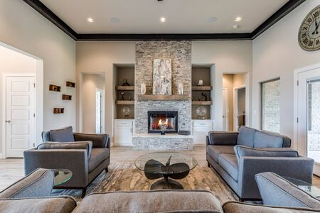 Photo pour Stunning great family room with mid-century modern feel - image libre de droit