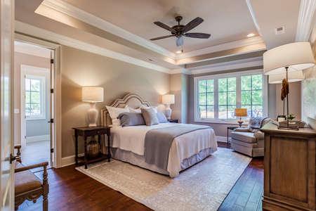 Photo pour Beautiful and elegant bedroom. - image libre de droit