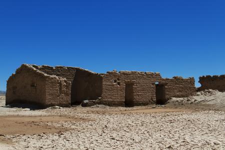 Foto de Abandoned house in the desert. - Imagen libre de derechos