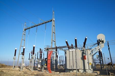 Photo pour Closeup of an electrical substation. - image libre de droit