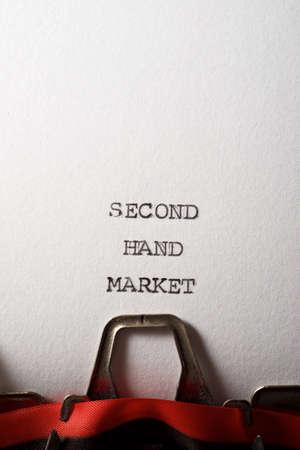 Foto de Second hand market written with a typewriter. - Imagen libre de derechos