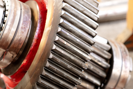 Photo pour cogwheel of a helical gear in a gearbox, detail of the teeth with the bearings - image libre de droit