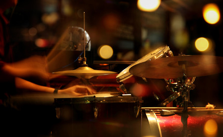 Photo pour Scenic portrait of a jazz drummer playing in a nightclub. Conceptual blurred image with colorful light illumination - image libre de droit