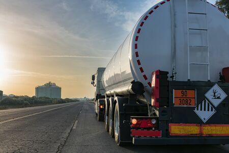 Foto de Tanker truck - Imagen libre de derechos