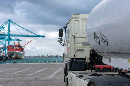 Foto de Tanker truck with dangerous goods at the port to supply a ship - Imagen libre de derechos