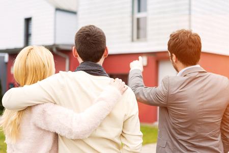 Photo pour View of a Real estate agent shows details to customers - image libre de droit