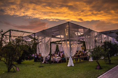 Foto de Decoration of a wedding in summer - Imagen libre de derechos