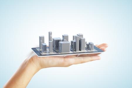 Photo pour 3D city buildings on smartphone and man hand - image libre de droit