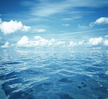 Photo pour cloudy blue sky and sea surface great for background - image libre de droit