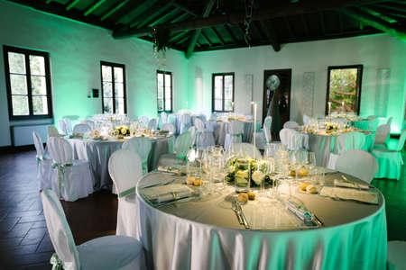 Photo pour Table decoration for a wedding reception. - image libre de droit
