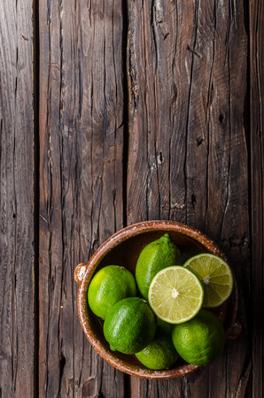 Foto de Fresh lime on wood board, bio fruit, food photography, food stock - Imagen libre de derechos