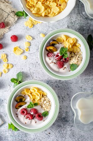 Foto de Full breakfast with lots of forest fruit, plums and yoghurt - Imagen libre de derechos