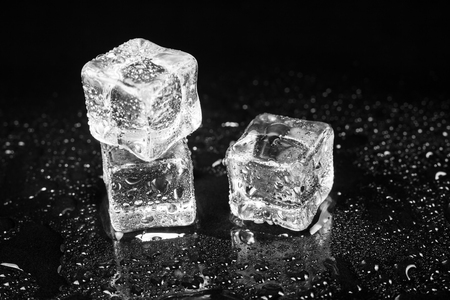 Photo pour ice cubes on black table background. - image libre de droit