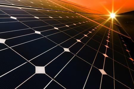 Foto de Power plant using renewable solar energy with sun - Imagen libre de derechos