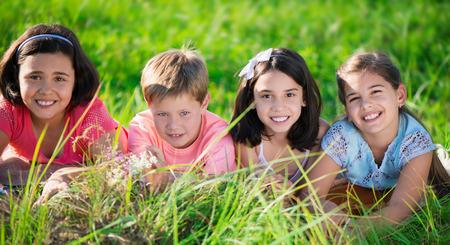 Foto de Group of several children resting in international camp - Imagen libre de derechos